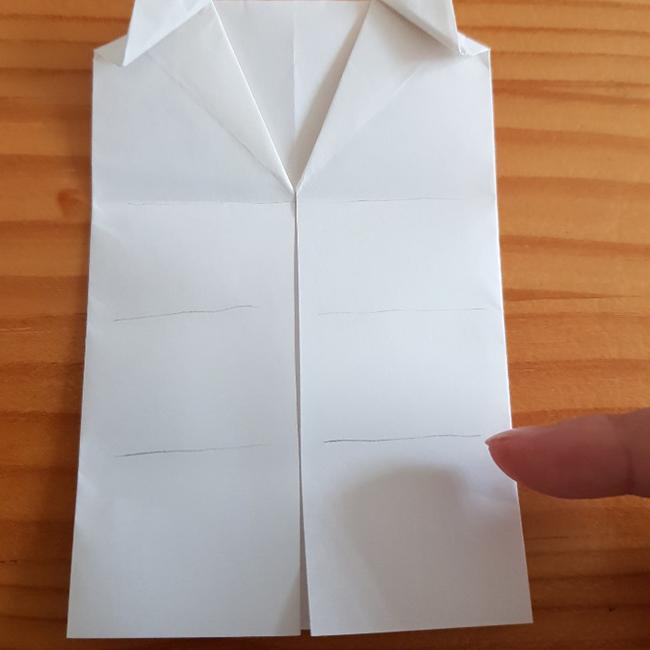 三等分した一番下を折ります。*写真の線を参考にしてください。