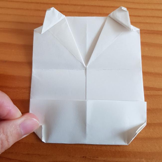 折った部分の左右を写真のように折ります。