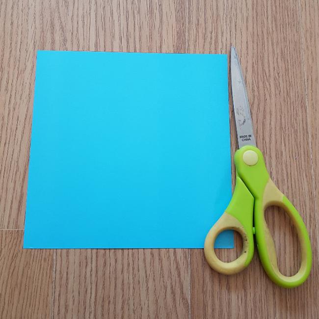材料、水色の折り紙1枚、はさみ