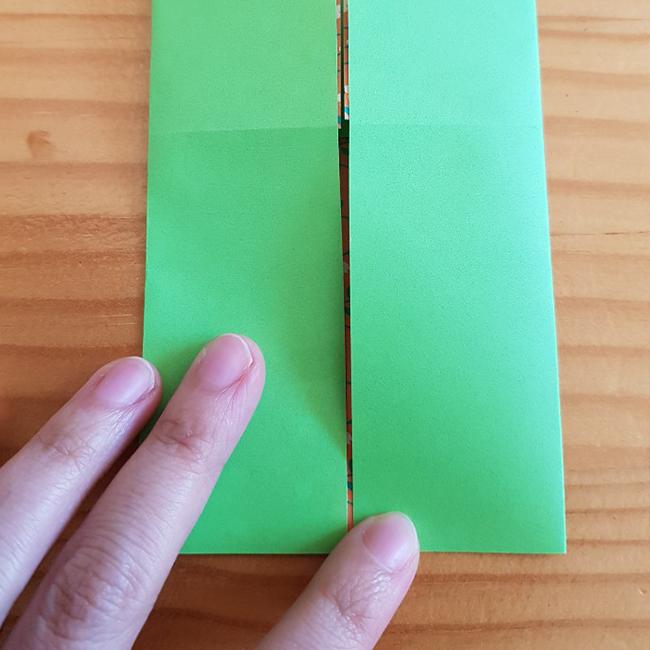 左も半分に折ります。