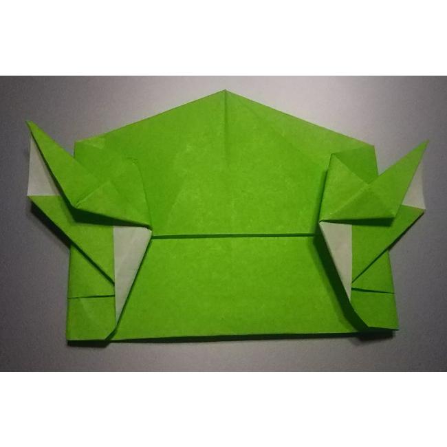 図のように折り、耳の部分を作ります。