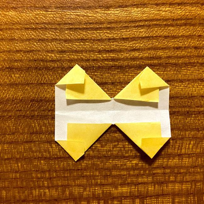 折り紙の角も、三角に折ります。