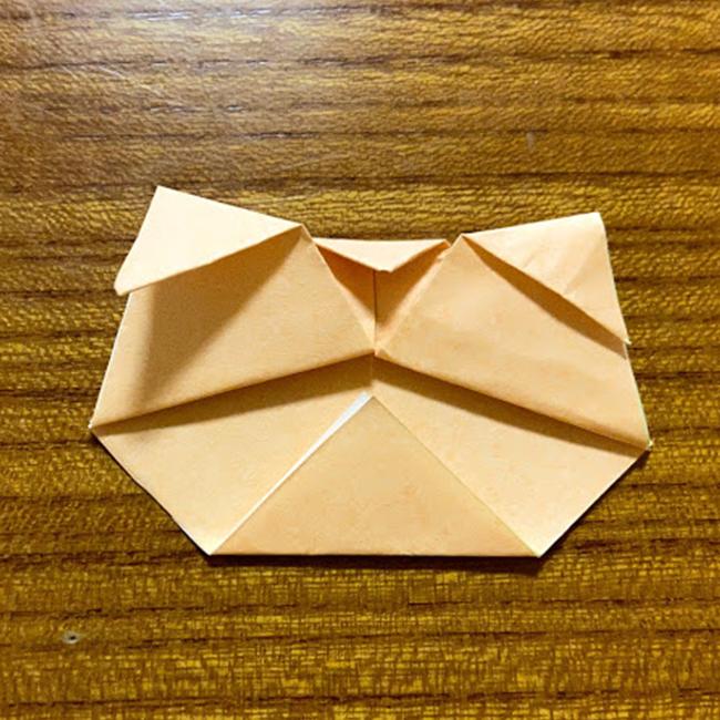 下のとんがりも、三角形に折ります。