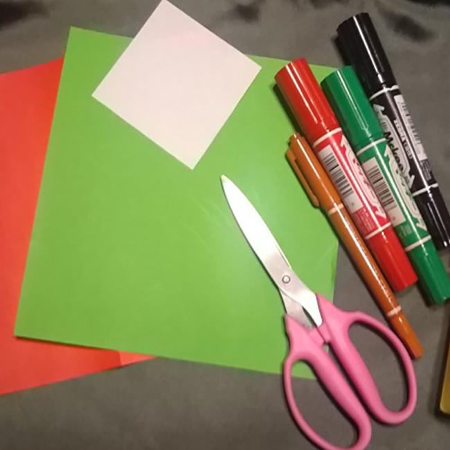 折り紙・・・★マリオ(赤:2分の1サイズ)1枚