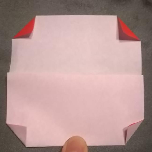 引っくり返して、四つ角を図のように折ります。