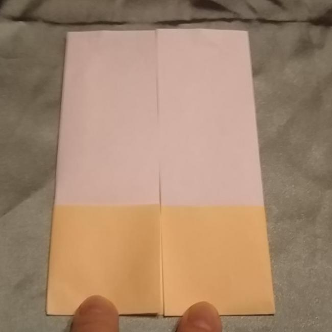 左右を中心線に向かって折ります。