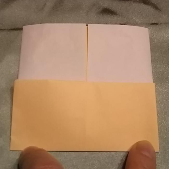ベージュの部分を上に折り上げます。