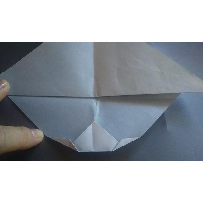 三角形の2つの角を図のように折ります。