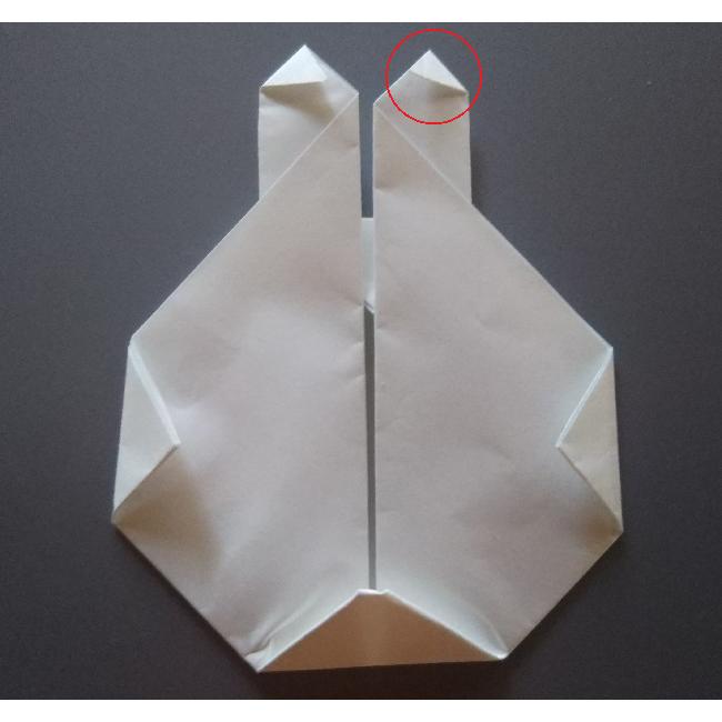 うさぎのコニーの場合は、耳を長くするので 図のように小さく角を折って下さい。