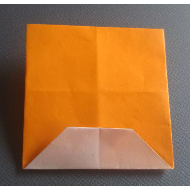 更に上に折ると、図のような四角形が出来ます。