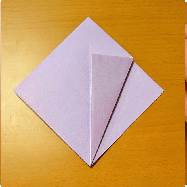 中心線に合わせて折ります。