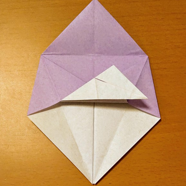 反対側も同じように折り目をつけます。