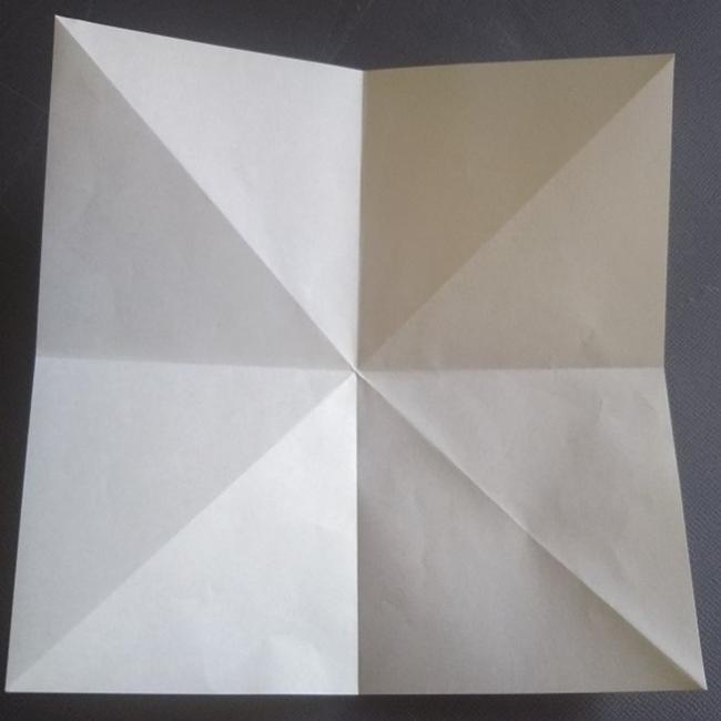 図のような折り線が出来上がります。