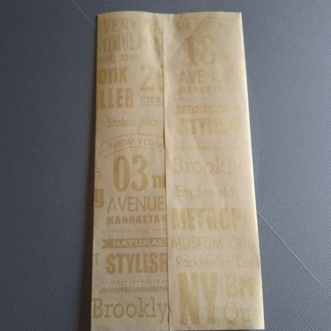 重なる部分に糊を付け貼ります。