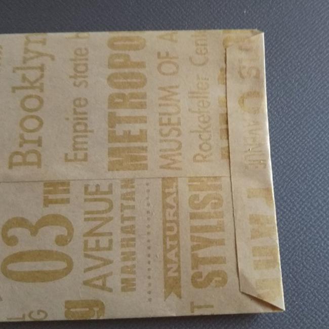 糊付けして貼ります。ポチ袋の底の部分になりました。