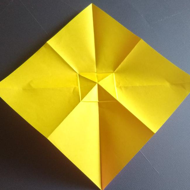 1度全部広げると、図のような折り線が付きます。
