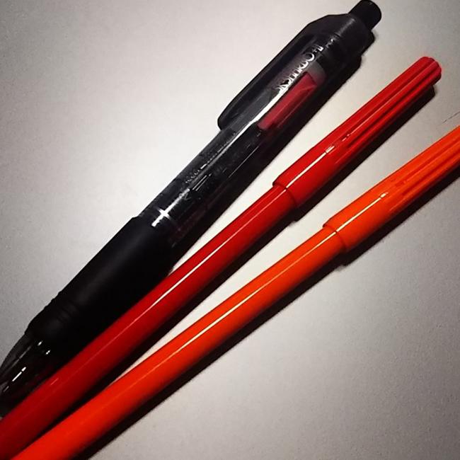 マジック、ボールペンなどの筆記用具