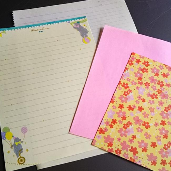 縦長の用紙・・・コピー用紙、便箋、メモ用紙など