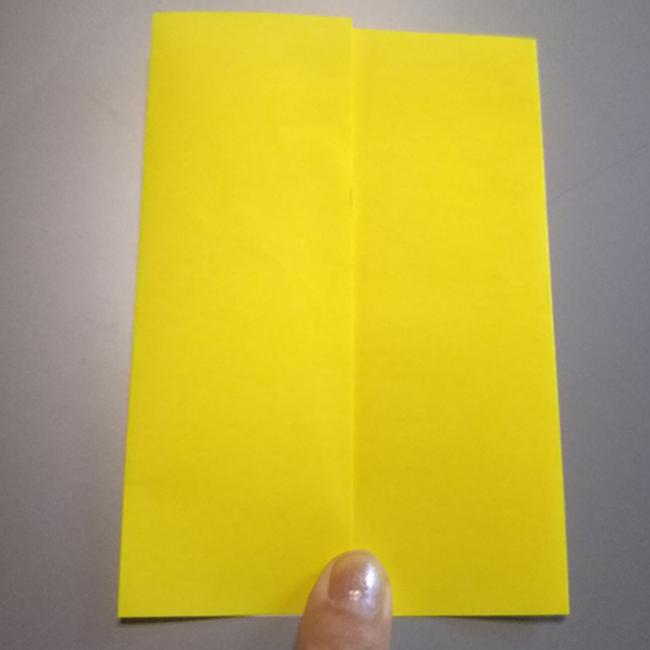 中心線に合わせ、左右を折ります。