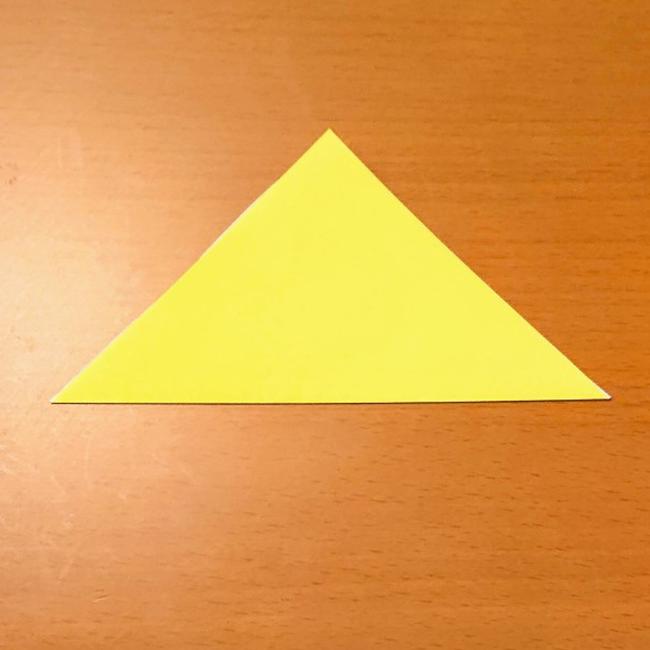 三角に折ります。
